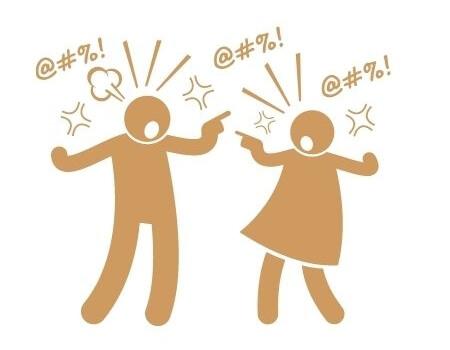 2 Menschen, die sich laut streiten